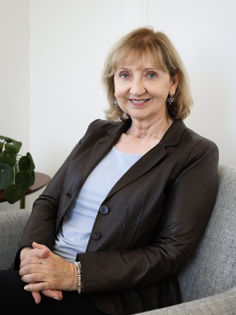 Elizabeth Suti, MFT